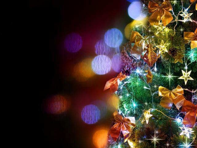 1024x600 банты, украшения, ёлка, праздник, звёзды картинки на рабочий стол обои фото скачать