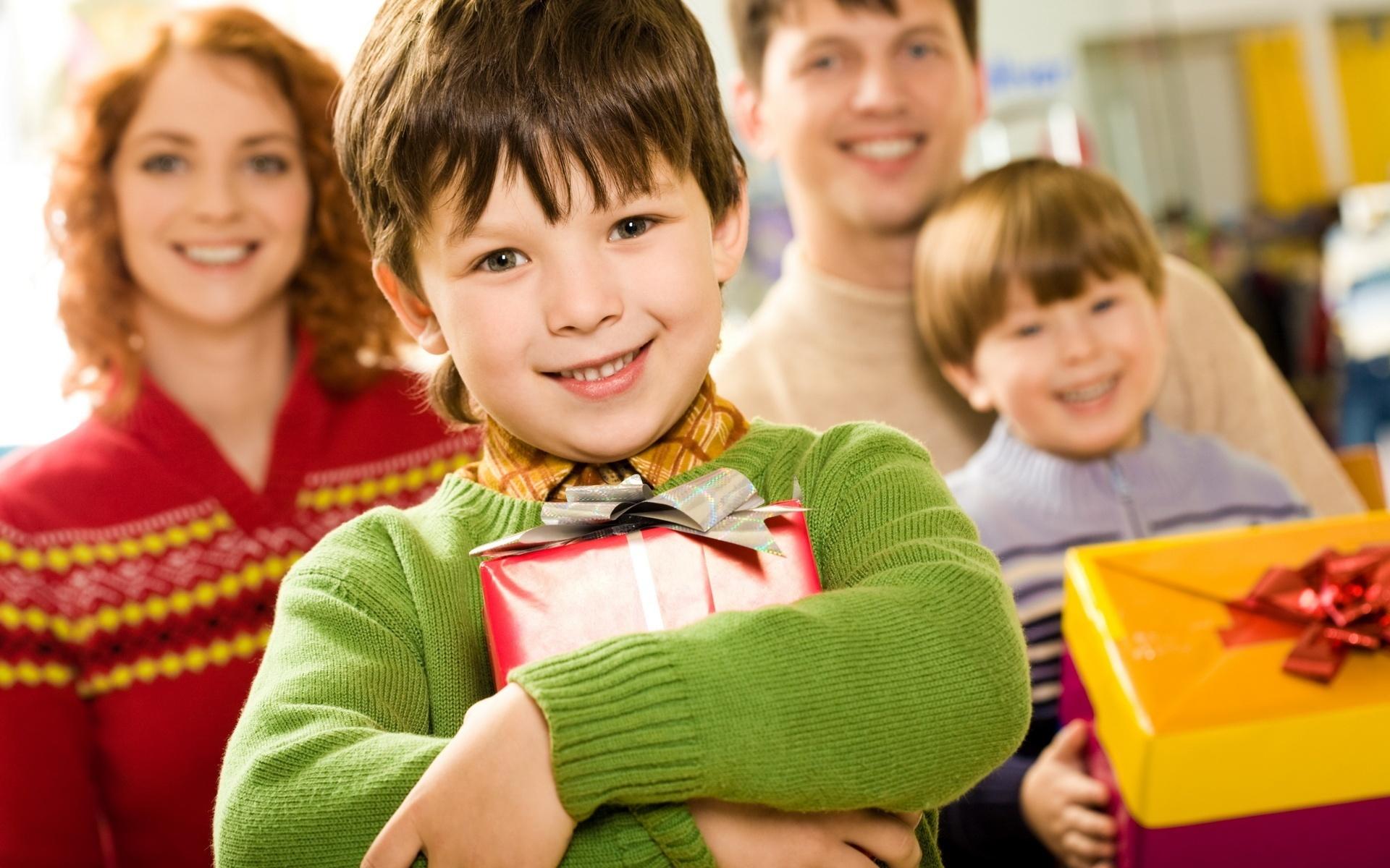 Обои подарок, Поздравление, Девочка, мальчик, дети. Настроения foto 7