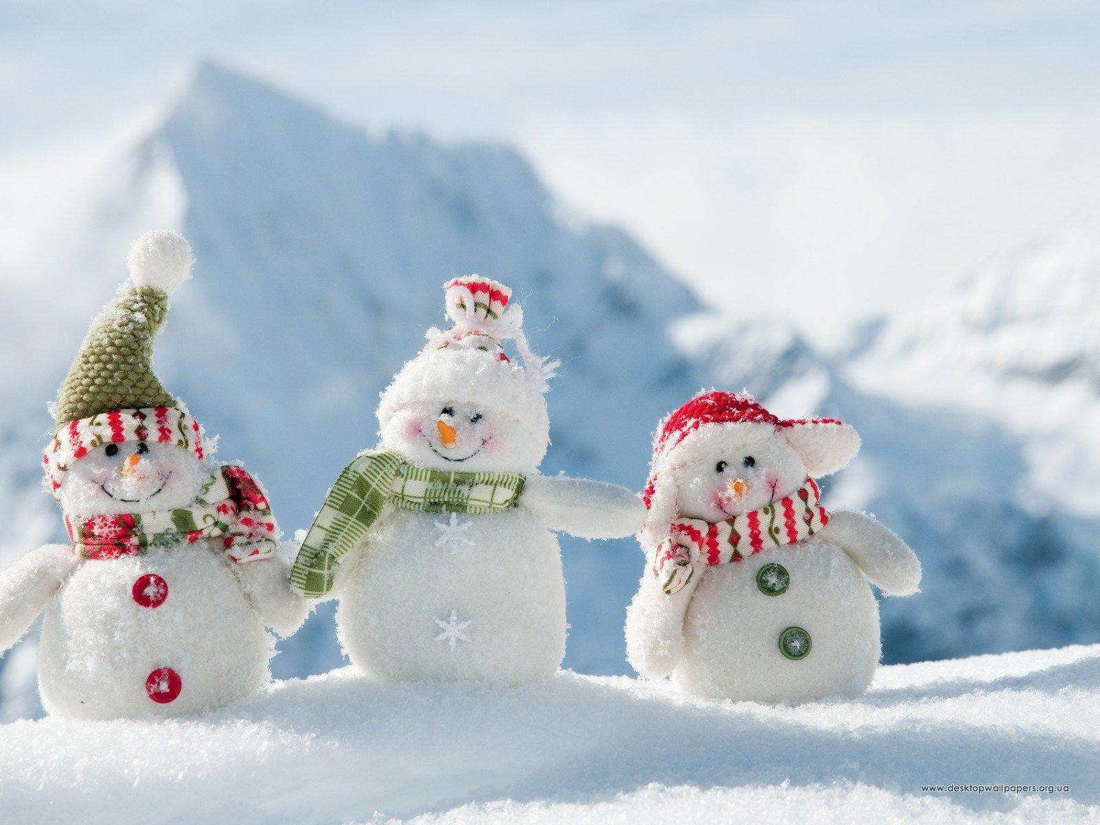 Шпалери 3d графіка щасливі сніговики