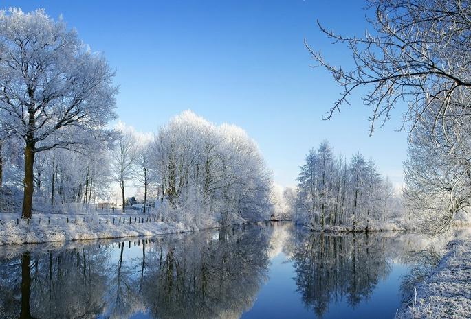 Зимняя пора водные просторы деревья