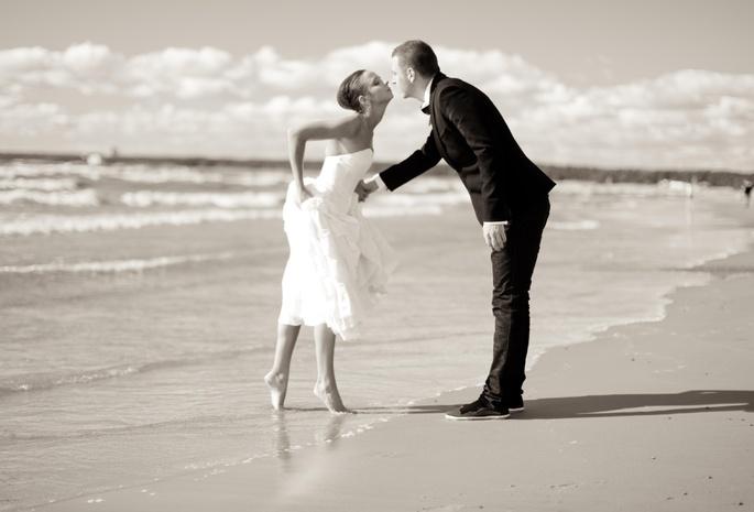 Обои поцелуй море девушка парень для