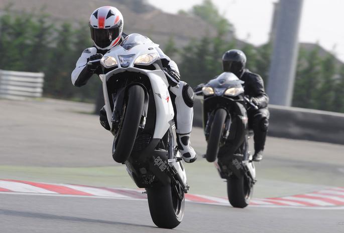 Фото гонщиков на мотоциклах