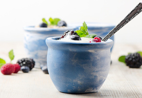 yogurt, Cream, dessert, milk, черники, fruits, raspberries, blackberries, cups, blueberries