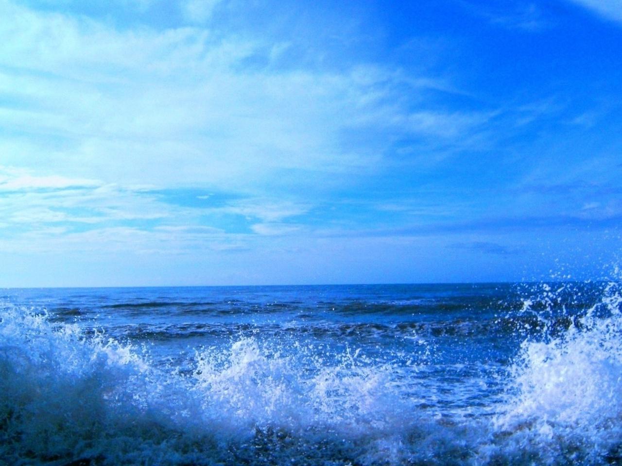 брызги воды, синяя водичка, ветер, вода, небо, прибой, горизонт, море, волны, горизонт,синее небо, синяя вода