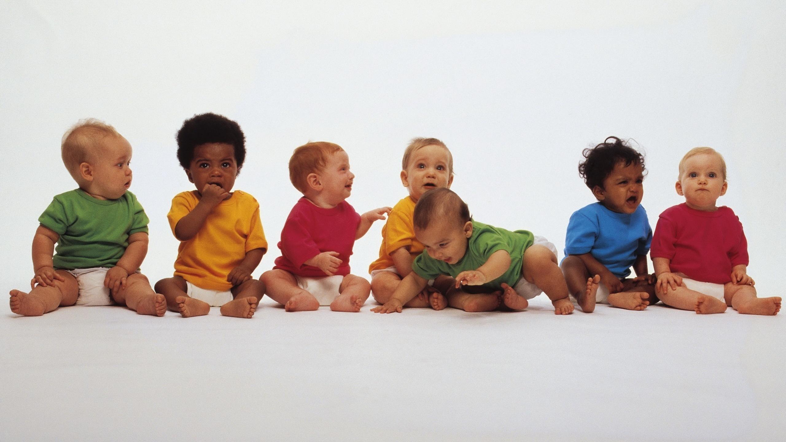 Дети разных возрастов на одном фото