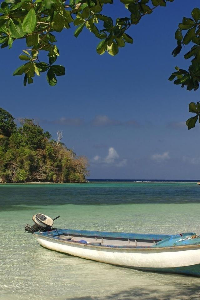 грозовые тучи, лодочка, берег, вода, небо, море, горизонт, ветка, дерево, остров, растительность, лето, жара, зной, гладь, синее небо, лазурный берег, курорт, лодка