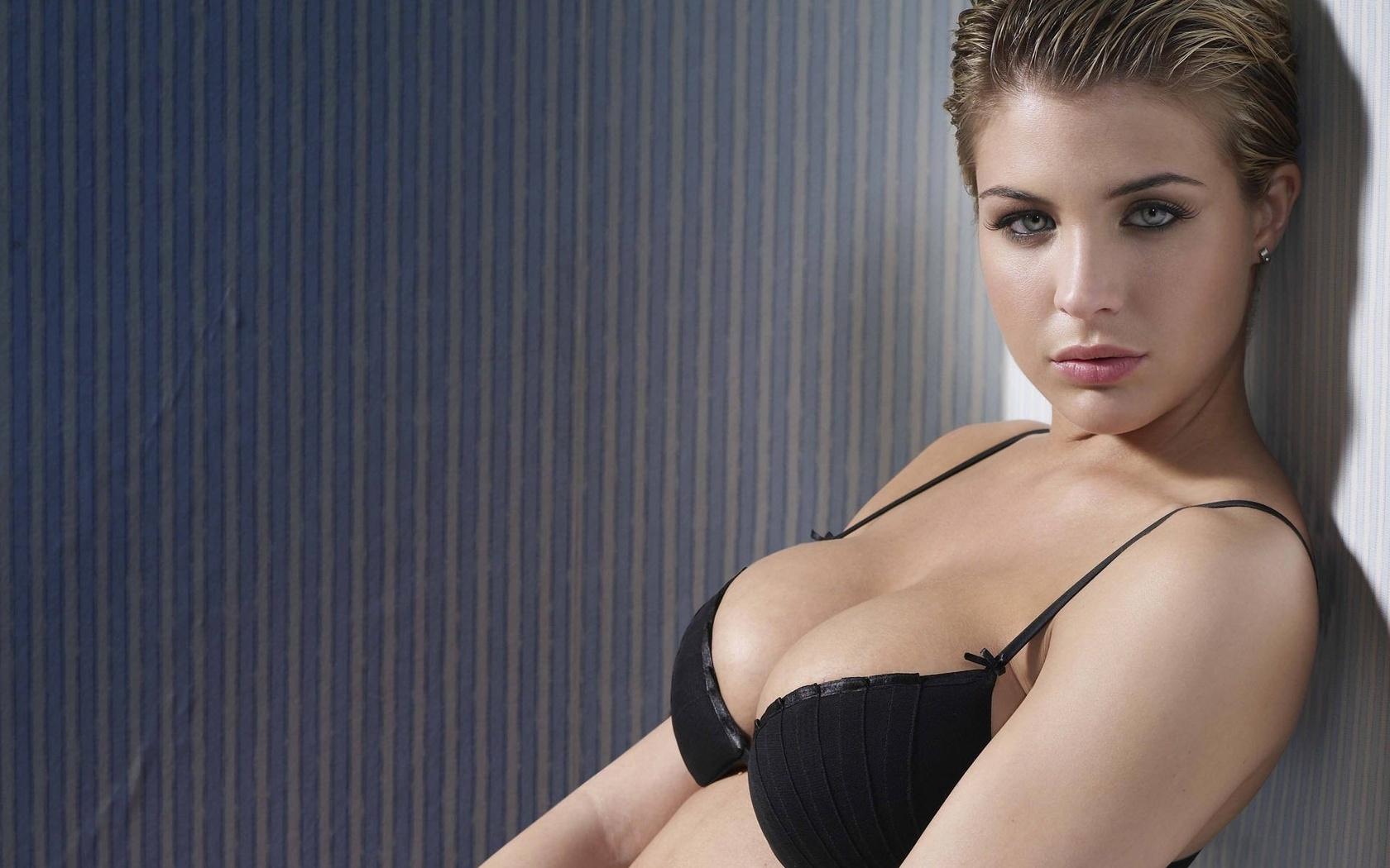 Эротика женщины в форме 10 фотография