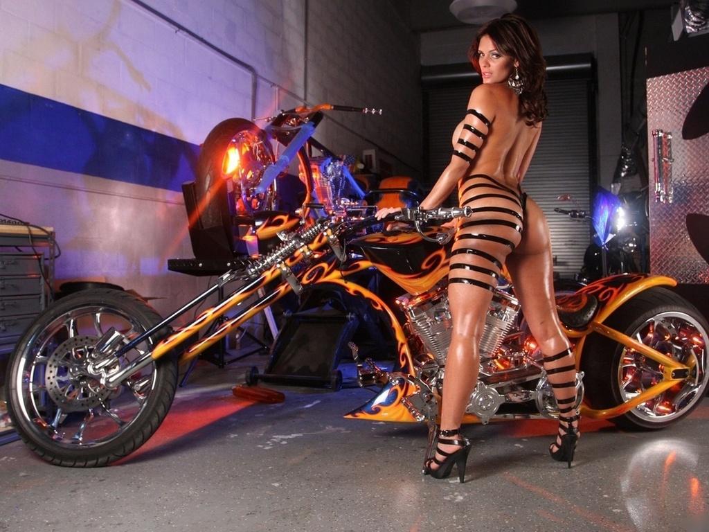 Эротика на мотоцикле 2 фотография