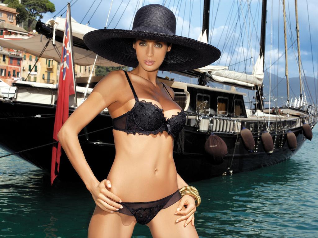 Яхта женщины эротика