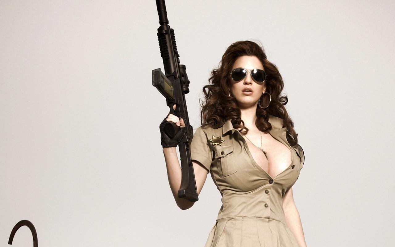 Сисястая телка в военной форме, Красавица в военной униформе страстно отдается ебарю 3 фотография