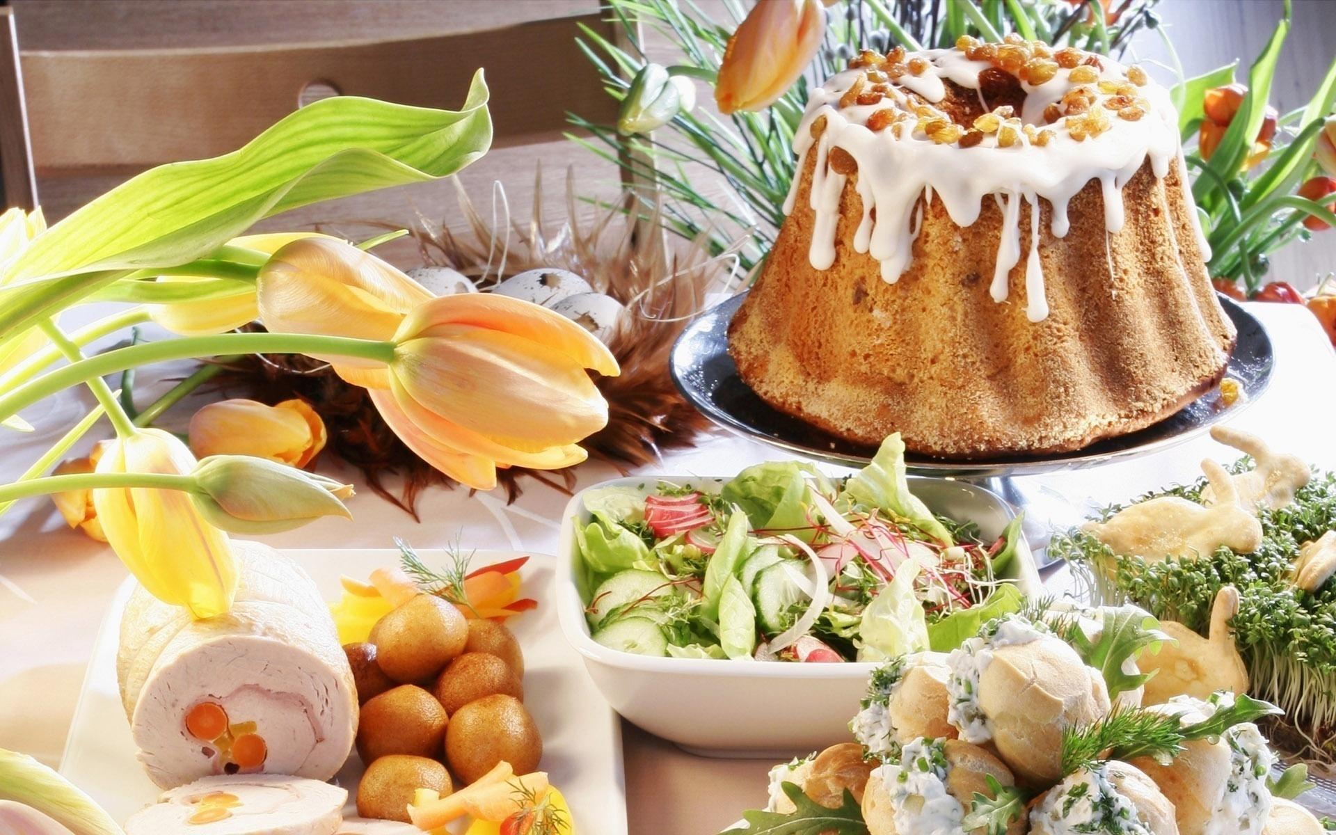 Предлагаю несколько рецептов блюд - пасхальный кулич, крашеные яйца, творожная пасха, рыбные и мясные блюда и традиционный сбитень.готовьте, накрывайте стол, угощайте гостей.