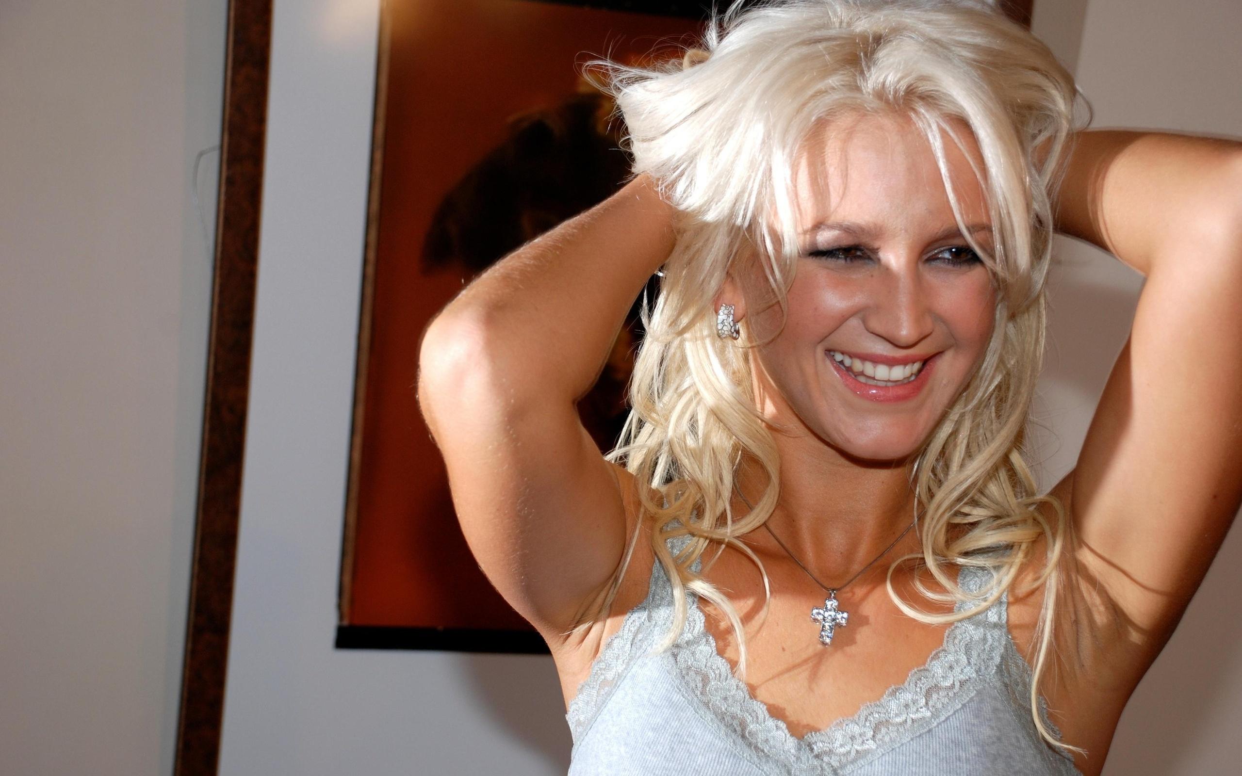 Реалити шоу с блондинкой за деньги 24 фотография
