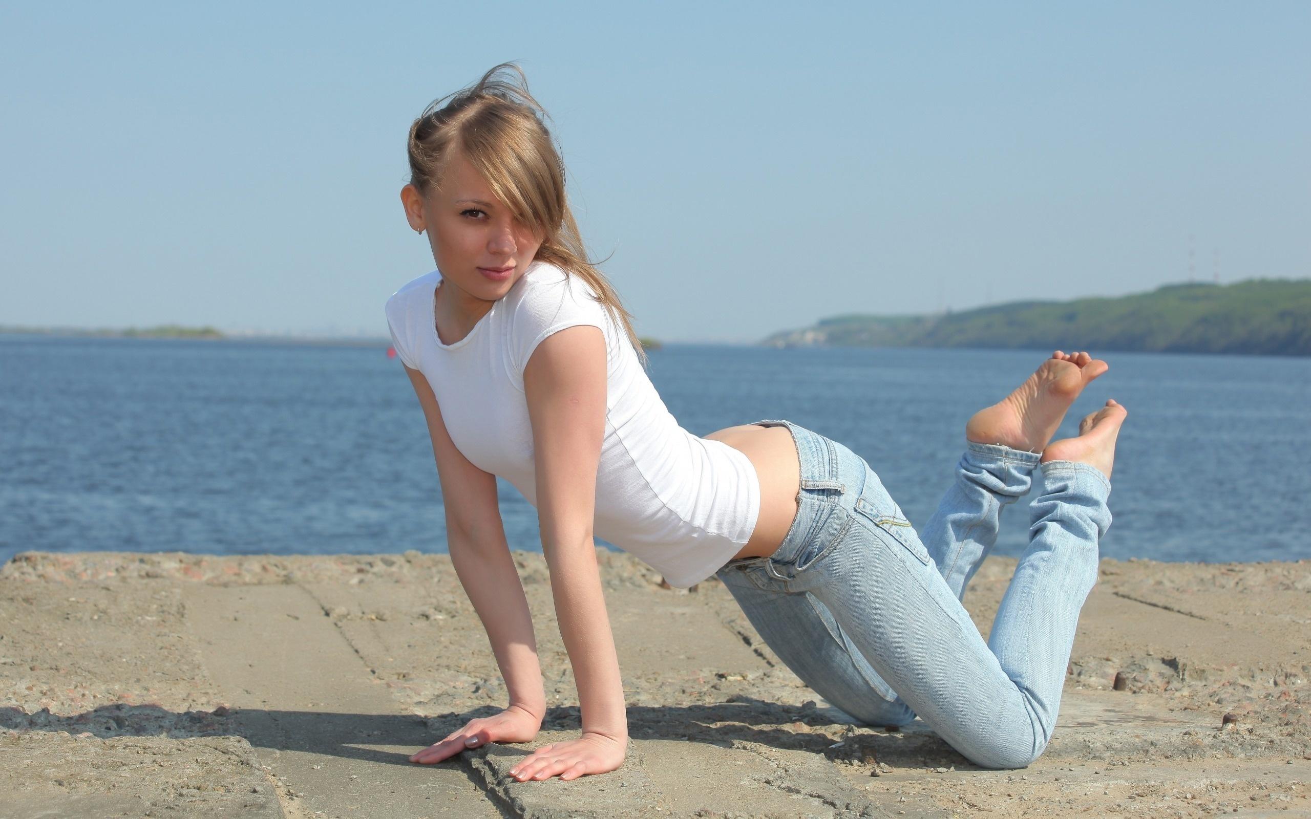 Совсем юные девочки дают в попу 15 фотография