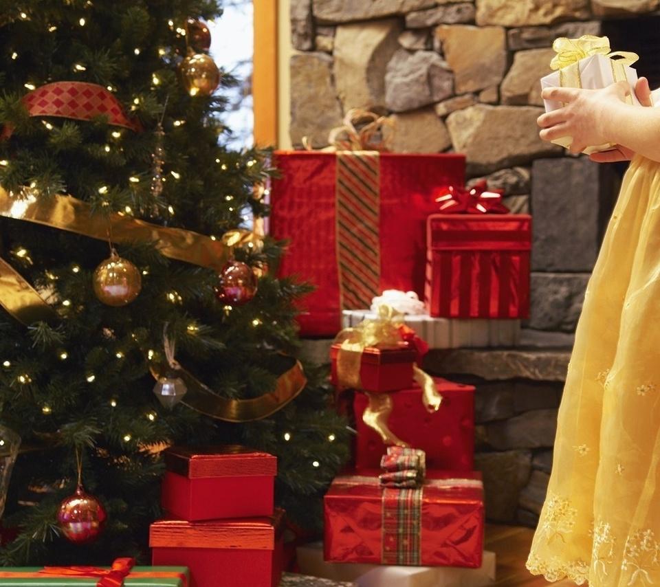 Новогодние елки и подарки фото