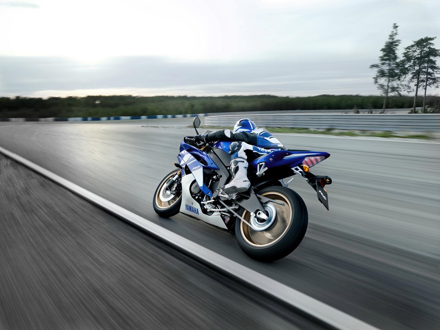 yamaha, yzf-r6, 2009, спортбайк, белый, синий, мотоцикл, мото, р6, пилот, шлем, дорога, скорость, 2011