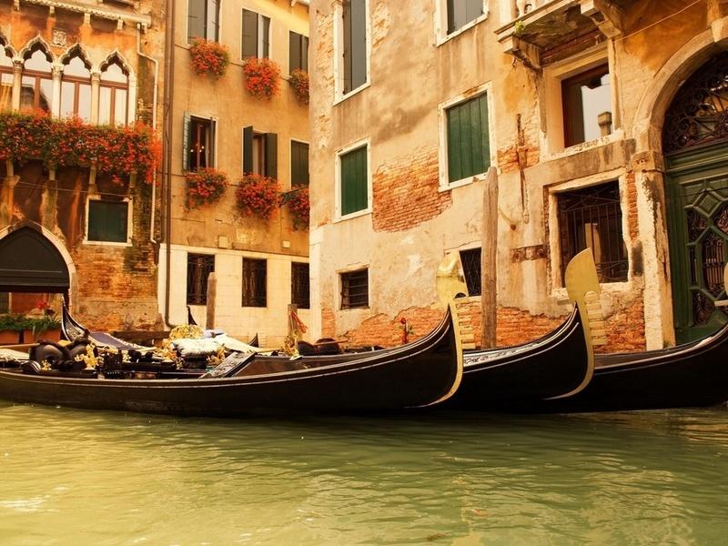 гондолы, Италия, окна, цветы, вода, дома, венеция