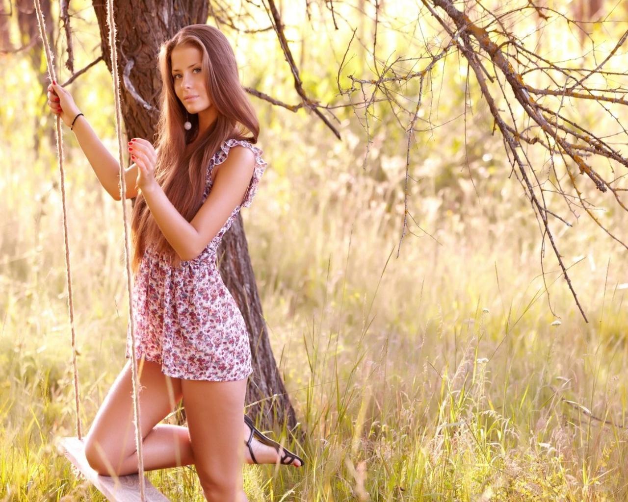 Красивое фото девушек на природе весной