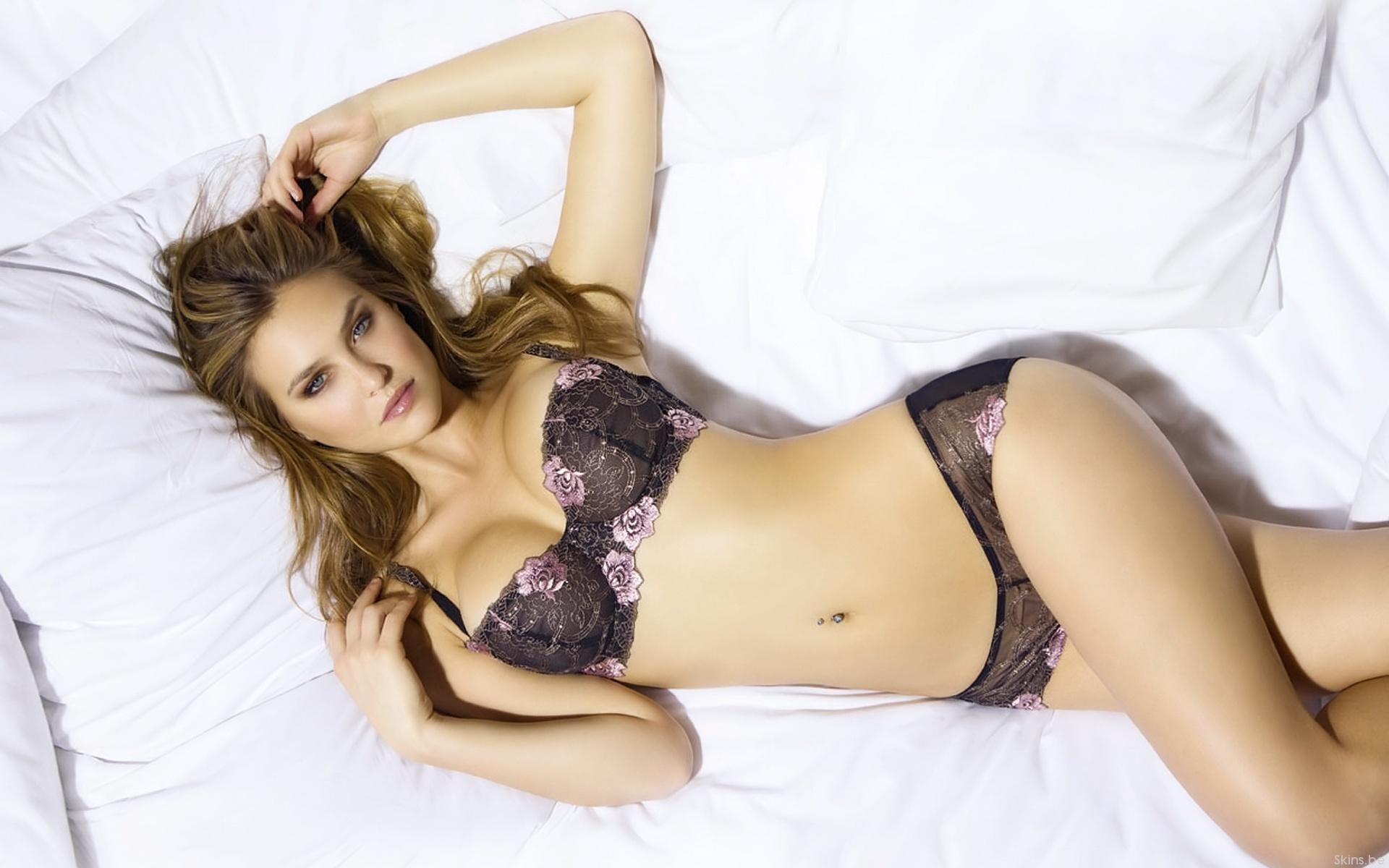 9-porno.ru Фото девушек в нижнем белье на кровати бесплатно