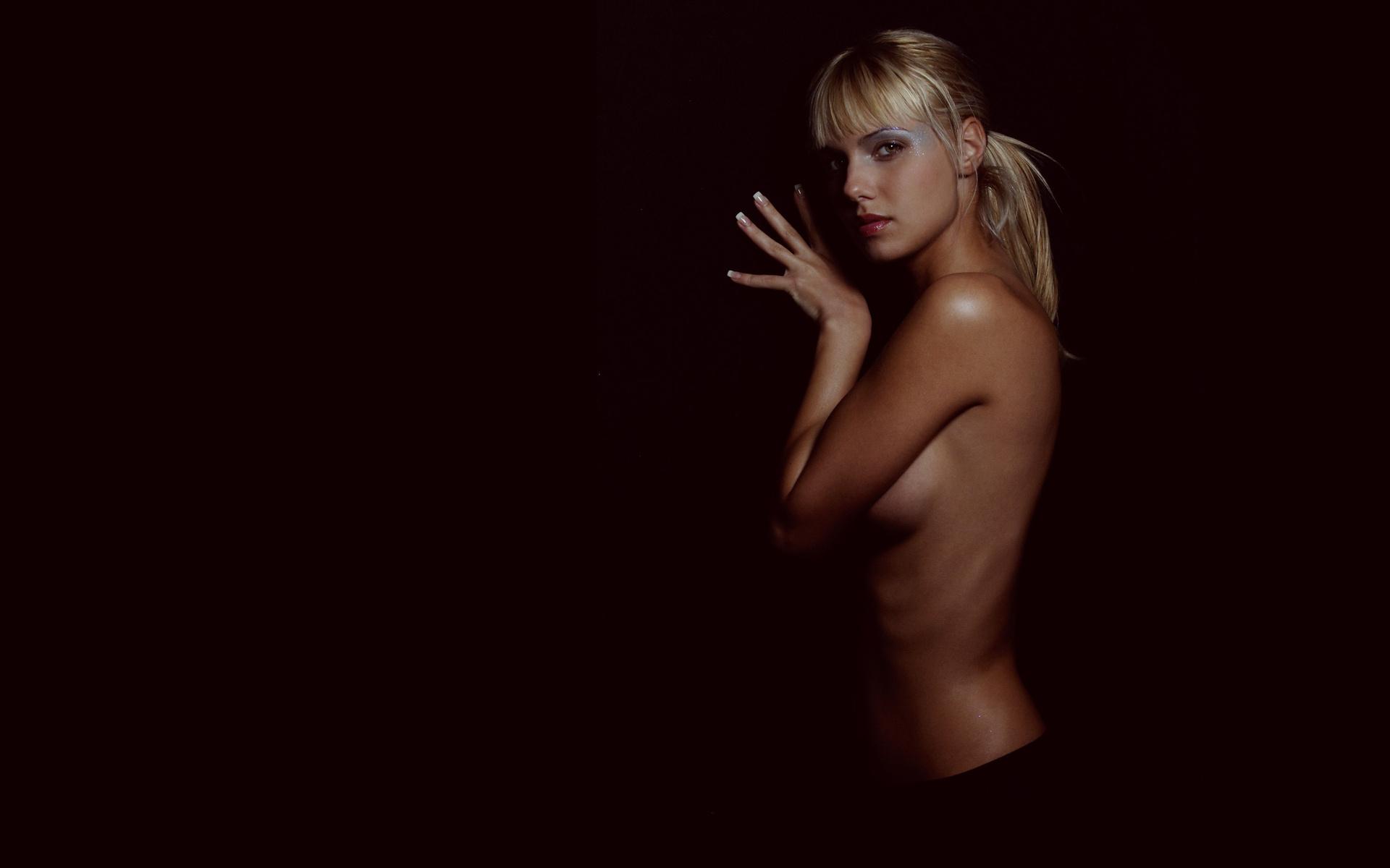 eroticheskie-kartinki-na-rabochiy-stol-blondinok