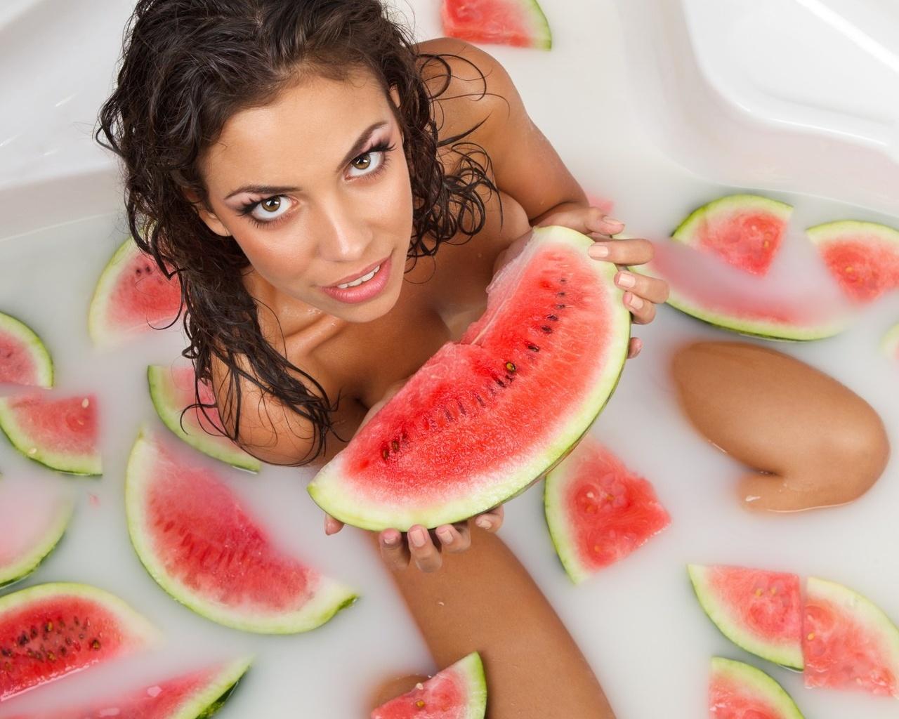 Лесби с фруктами