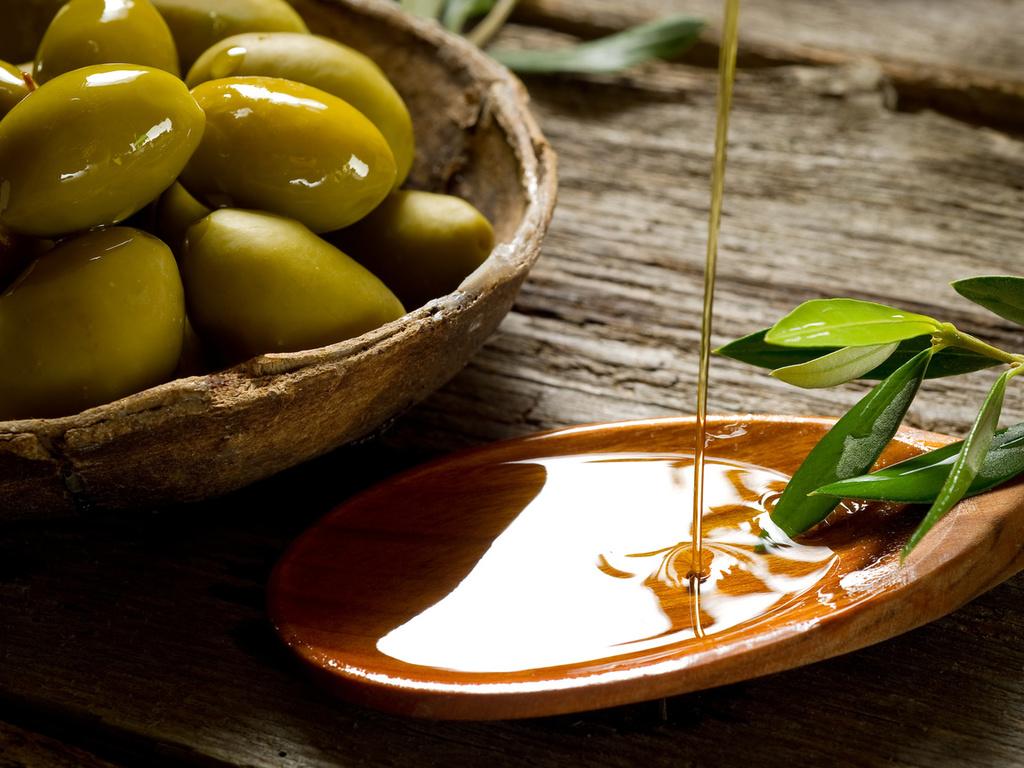 Плошка, лопаточка, листья, масло, стол, оливка, ветка