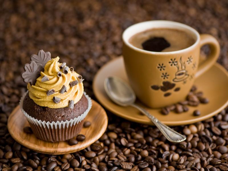крем, Кекс, шоколад, блюдце, пирожное, чашка, листочки