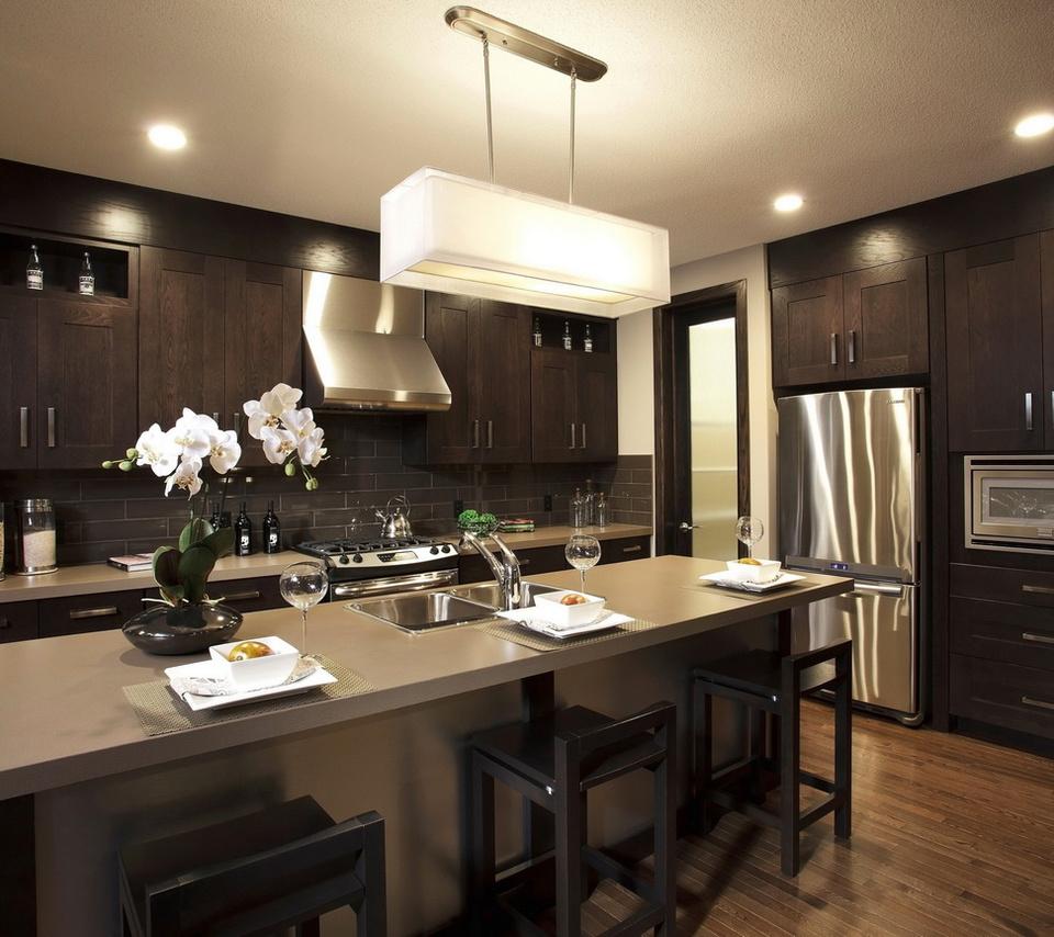 стол, потолок, кухня, стулья, Интерьер, бокалы, люстра
