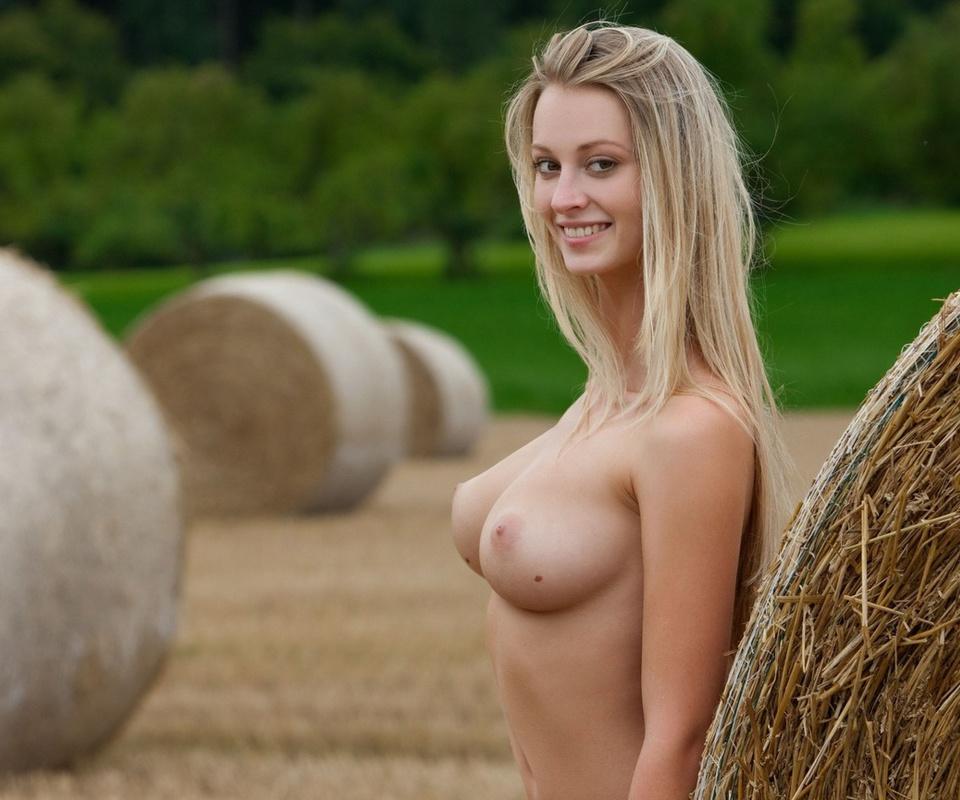 woman, naked, девушка, грудь, стог, сено, улыбка, блондинка