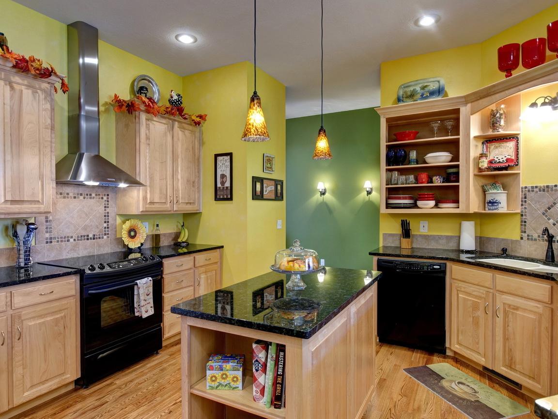 потолок, Интерьер, , комната, стол, кухня, светильники
