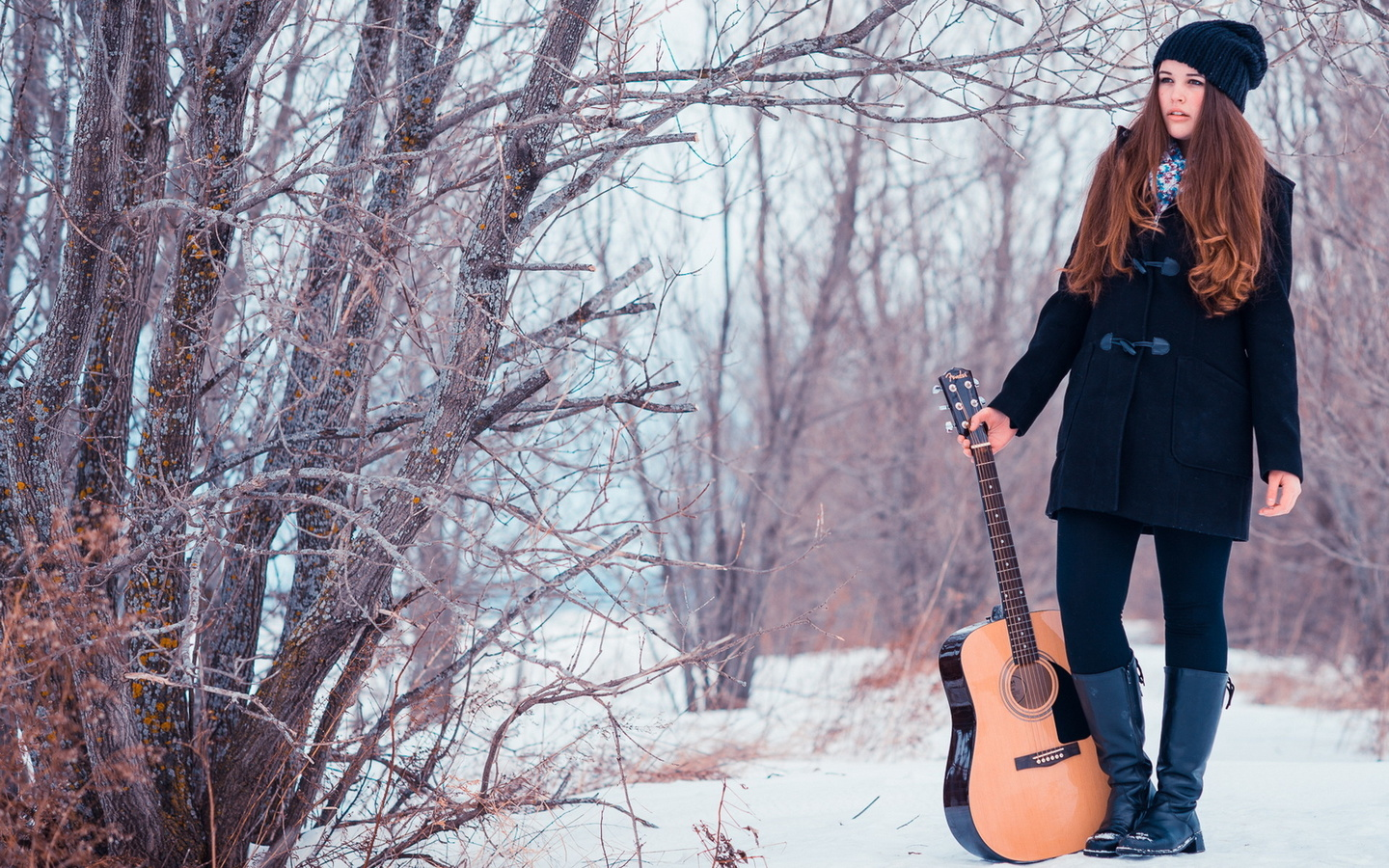 Girl, guitare, snow